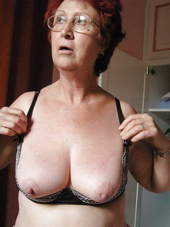 Una abuela muy caliente por teléfono