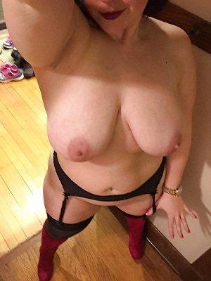 Mi esposo me hace fotos desnuda