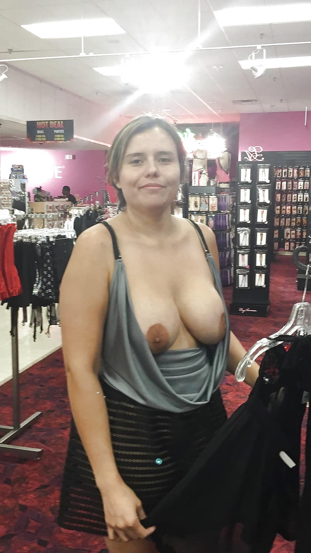 Me gusta exhibirme en un sexshop o sitios públicos
