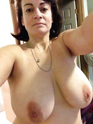 Deseo de mujer con pechos grandes