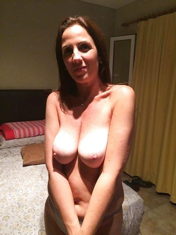 Madura argentina con dildo y telefono erotico