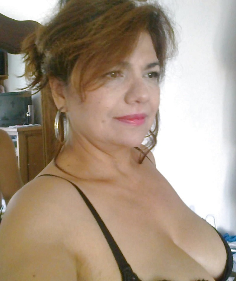 Divorciada y en una linea erotica