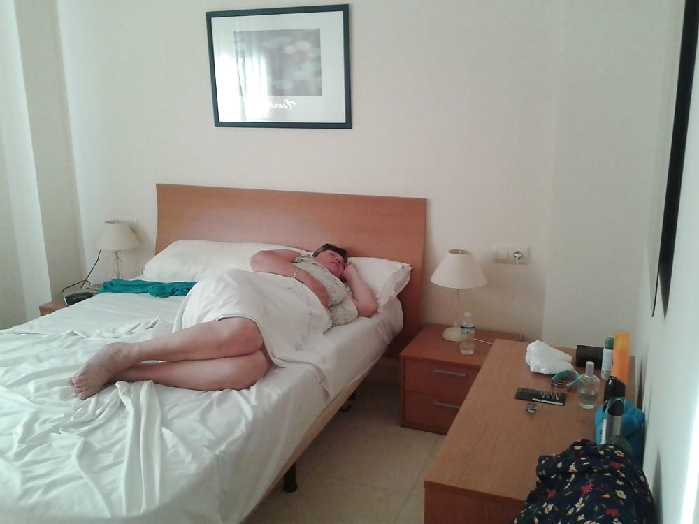 Su madre Juana durmiendo plácidamente en la cama