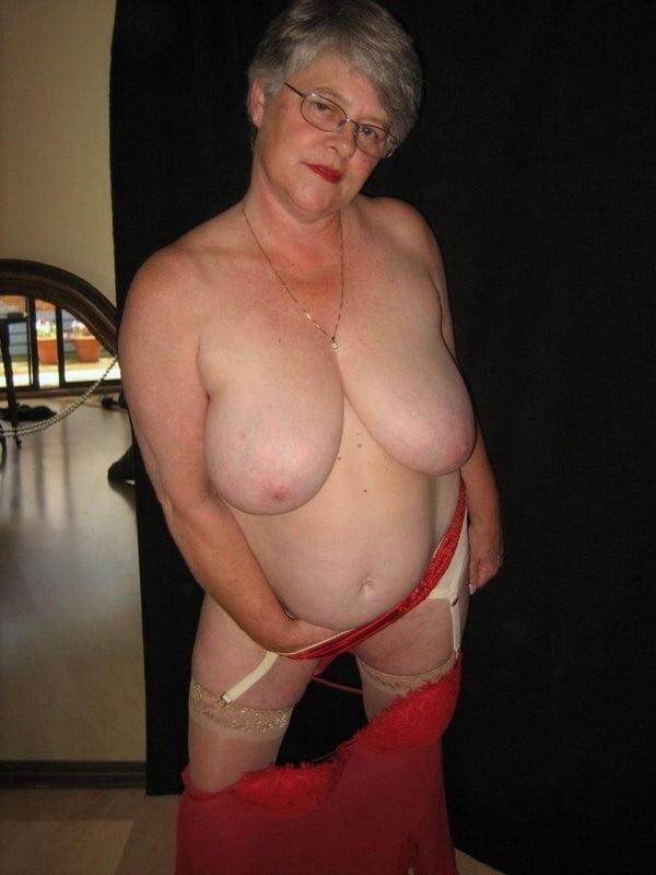 Telefono erotico y vibrador para abuela sin consolador